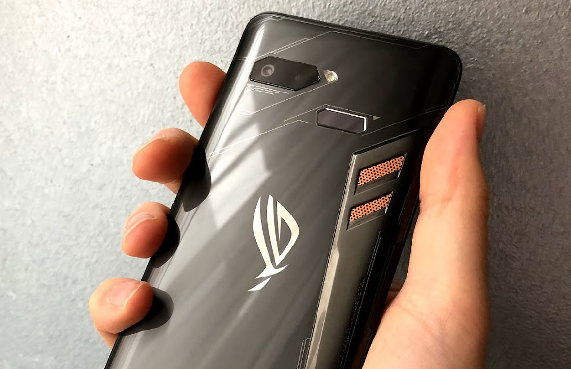 game PC in the form of a smartphone