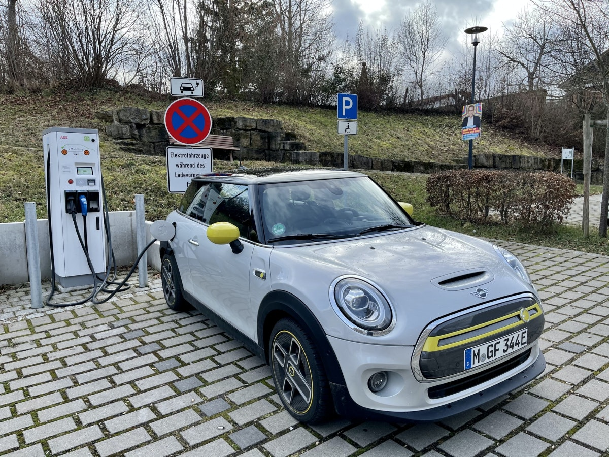 Mini Cooper SE at the charging station